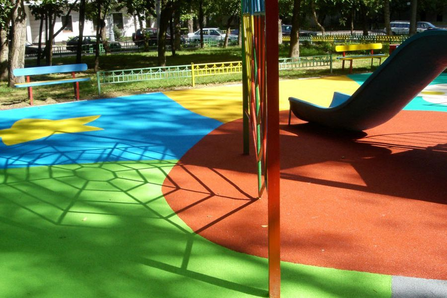 Применение резиновой краски для окрашивания детского игрового комплекса