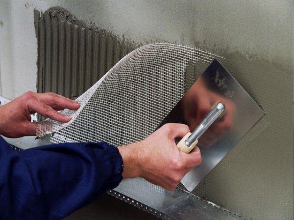 Штукатурка фасада с армированием как метод выравнивания стен