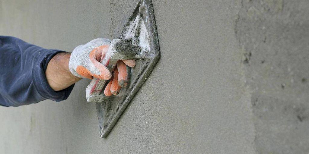 Затирание поверхности цоколя