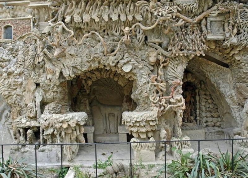 Барельефы на фасаде дворца