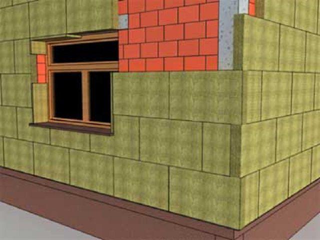 Для придания кладке утеплителя дополнительной жесткости, на углах плиты укладываются так называемым «зубчатым соединением» по всей высоте стены.
