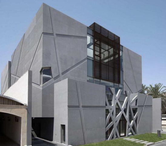 Современный фасад, отделанный бетоном