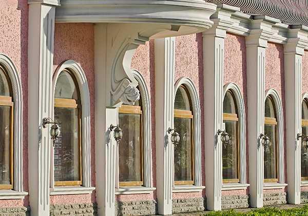 Фасадный декор с пилястрами