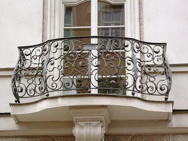 Французский балкон в доме