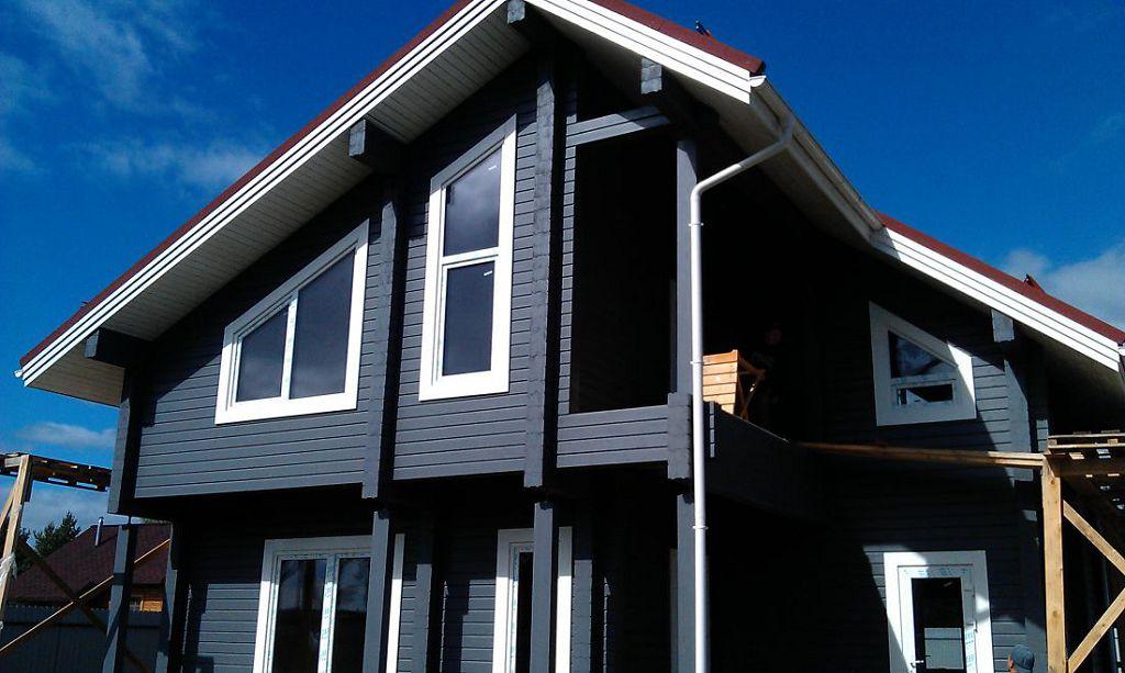 Окрашенный деревянный дом