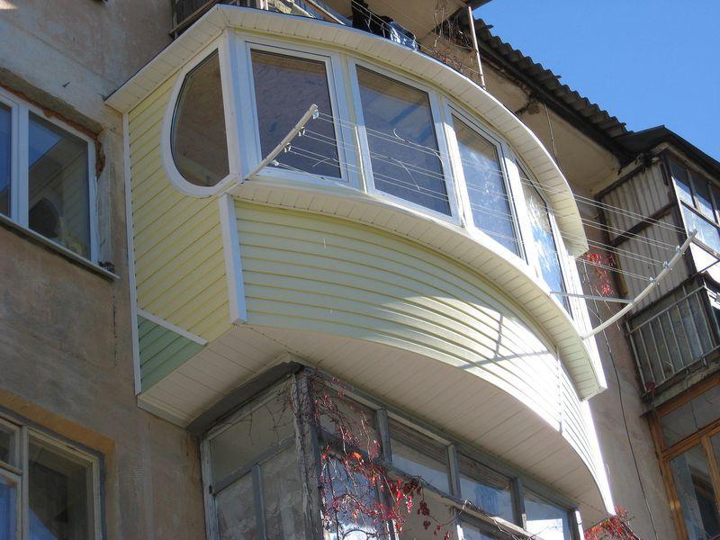 Балкон, отделанный сайдингом