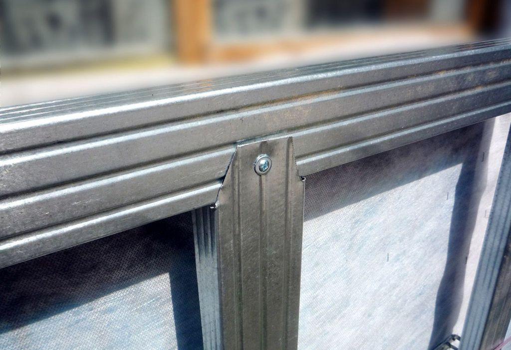 Самое рапространённое крепление металлических профилей друг с другом