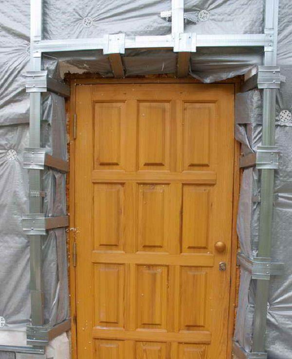 Так выглядит дверной проем, подготовленный к установке сайдинга