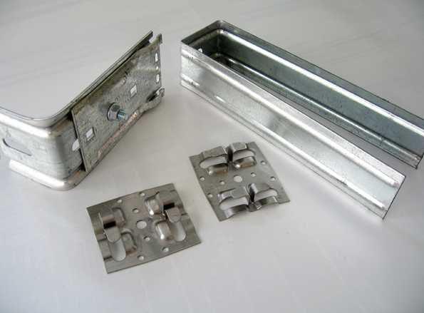 Так выглядят основные крепежные элементы для обрешетки фасада из металлокассет