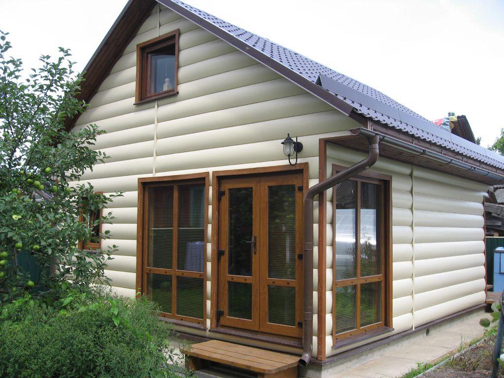 Дом, обшитый сайдингом, имитирующим бревно