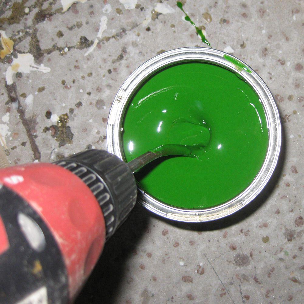 Быстро размешать краску можно дрелью с насадкой-миксером
