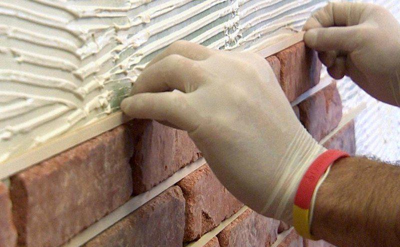 Для фасадных работ используют сухие клеящие смеси