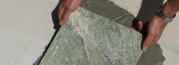 Для мрамора применяется специалиизированный клей