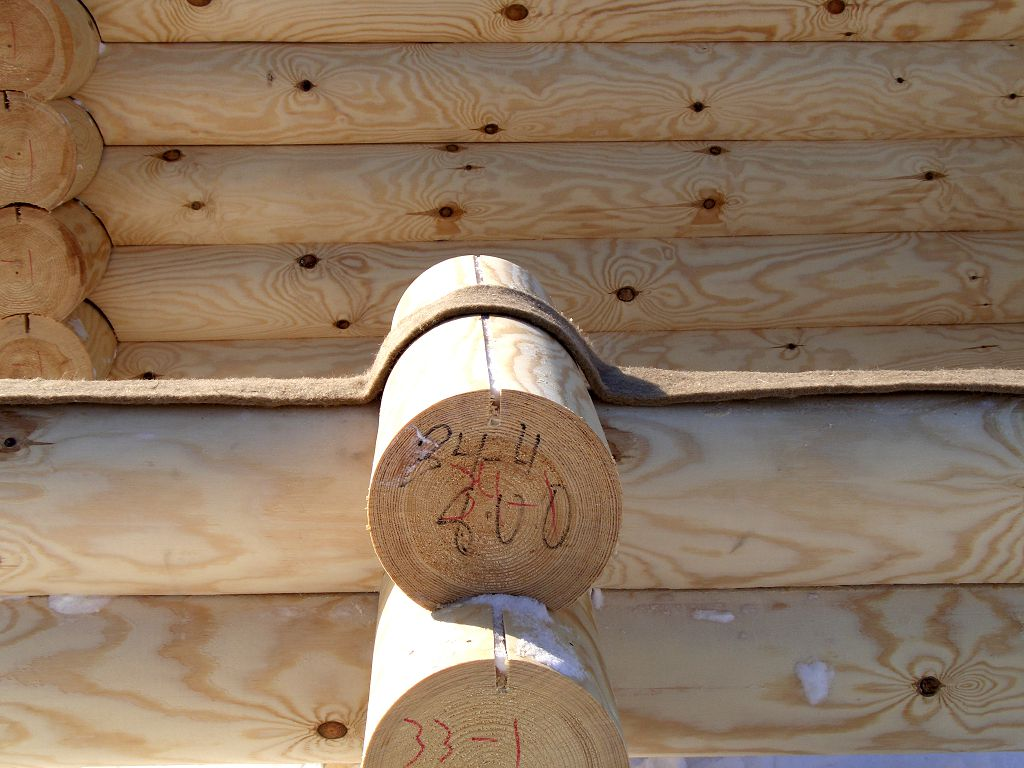 Межвенцовый утеплитель сохранит тепло и уютную атмосферу в вашем деревянном доме
