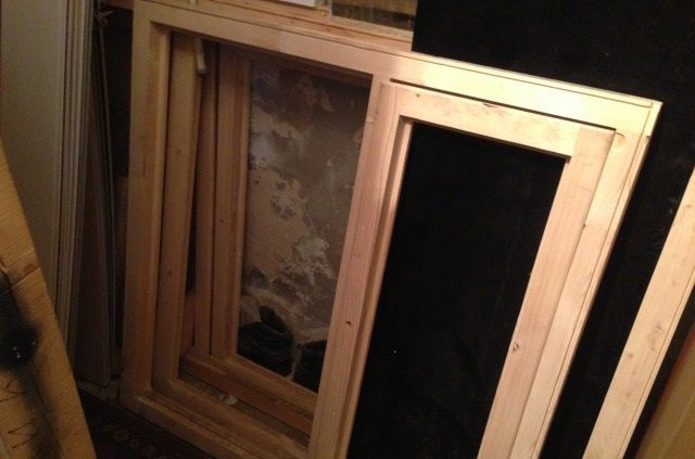 Окна из древесины лучше покрасить еще до установки