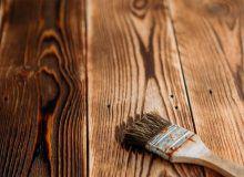 Покраска древесины после браширования