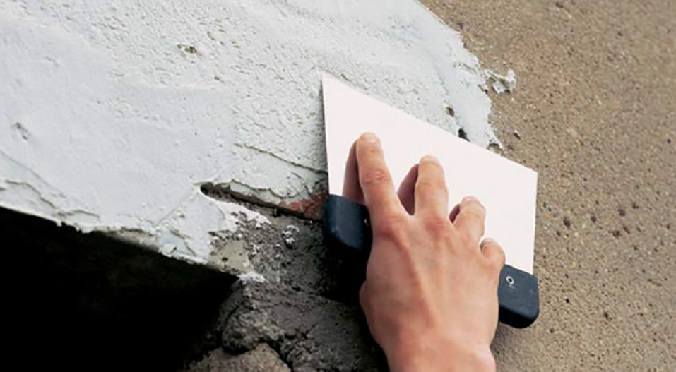 Шпаклевки не только скрывают неровности, но и выполняют защитные функции для фасада