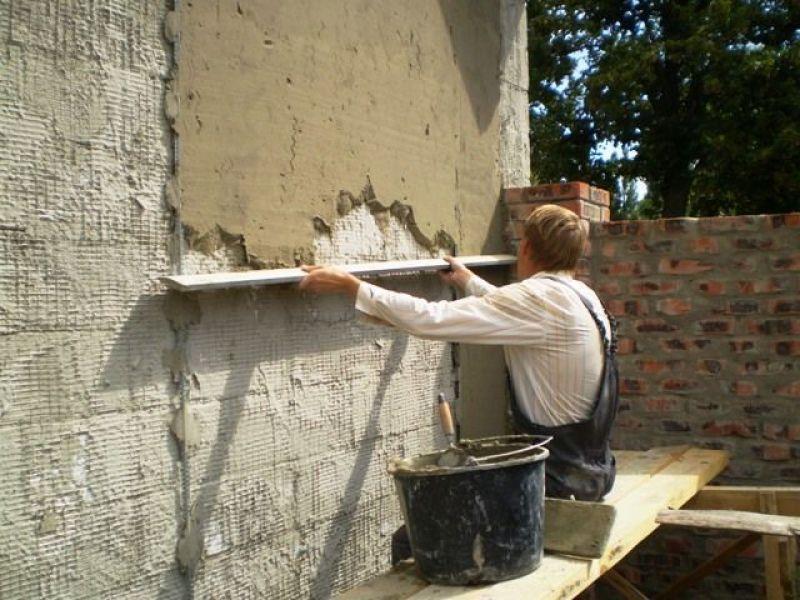 Выравнивание стен фасада выполняется при необходимости