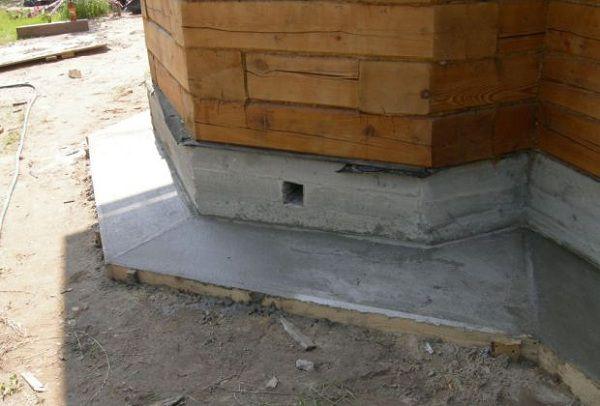 Залитый и выровненный слой бетона