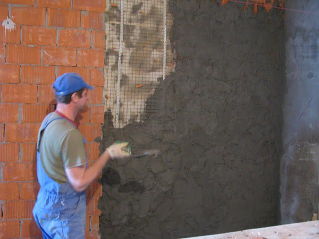 Оштукатуриваем стену