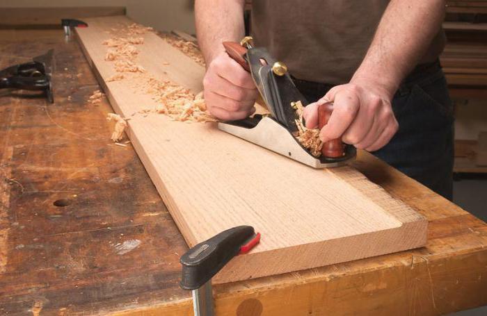 Обработка древесины рубанком