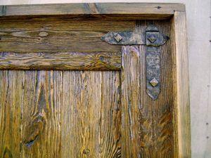 Состаренное полотно двери