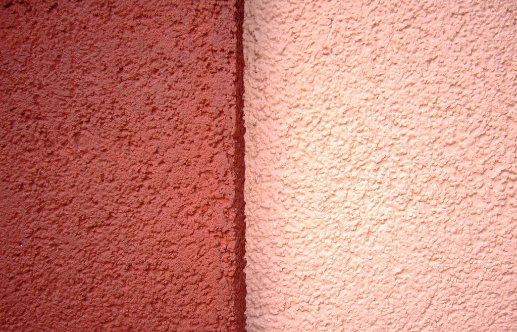 Благодаря цементу в своем составе эта штукатурка является наиболее прочной среди всех видов данного материала
