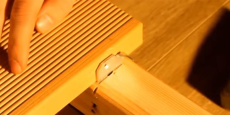 Головка крепежа должна располагаться вплотную к доске