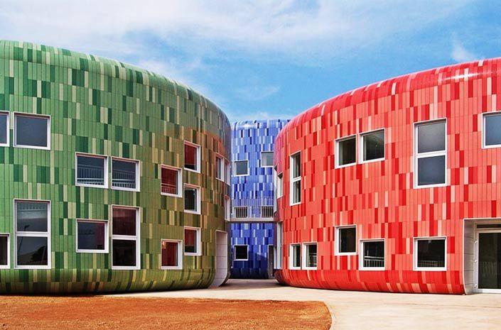Керамогранитные плиты позволяют реализовывать сложные архитектурные проекты