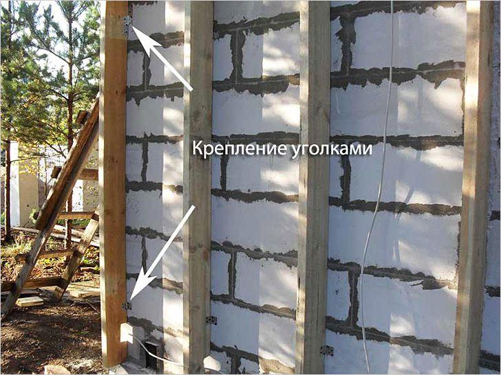 Крепление деревянной обрешетки металлическими уголками