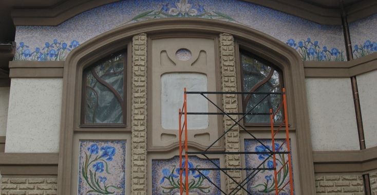 Мраморная мозаика на фасаде