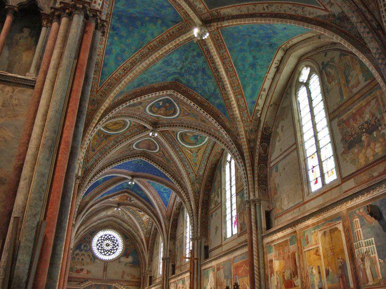 Нервюры свода в церкви Сан-Франциско в Ассизи