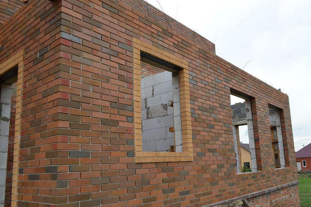 Оптимальным вариантом облицовки стен служит баварская кладка