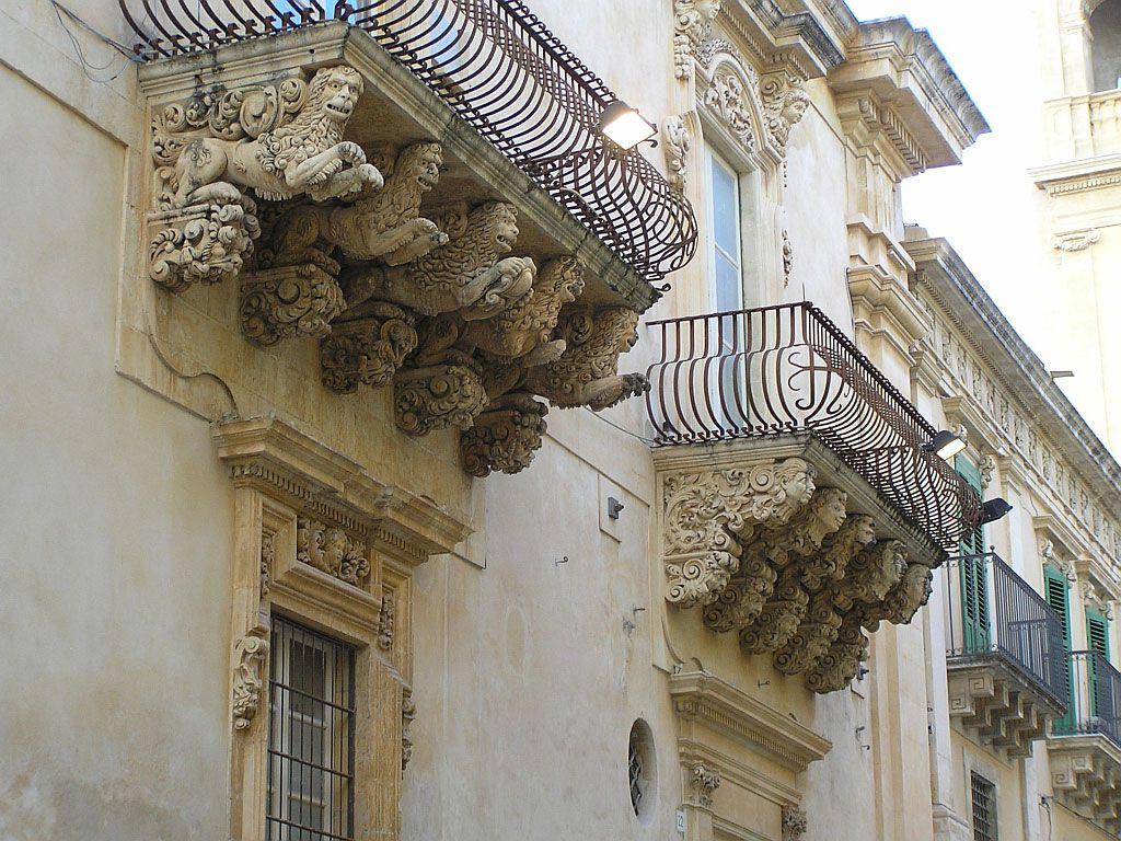 Отделка фасада в стиле барокко - удовольствие не из дешевых