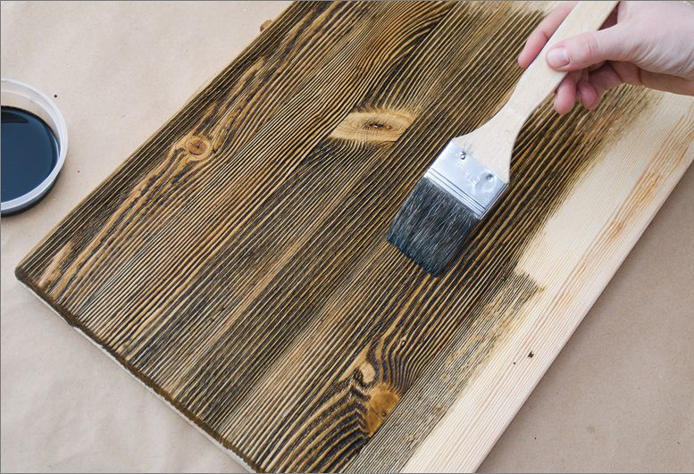 Отличительная черта хороших по качеству морилок - они проявляют фактуру дерева