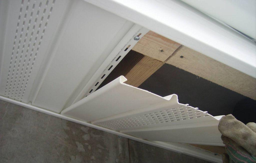 Процедура подшивки крыши софитами