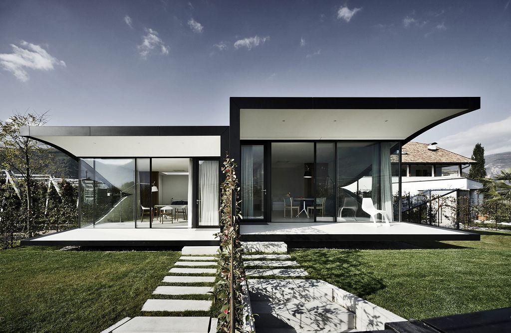 Зеркальный дом в стиле модерн