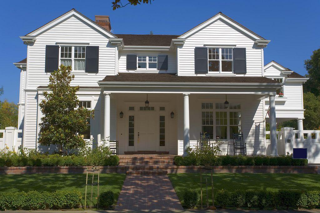 Дом с широкими колоннами