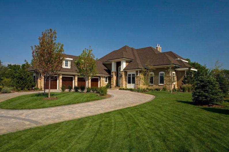 Дом в американском стиле с богатой отделкой