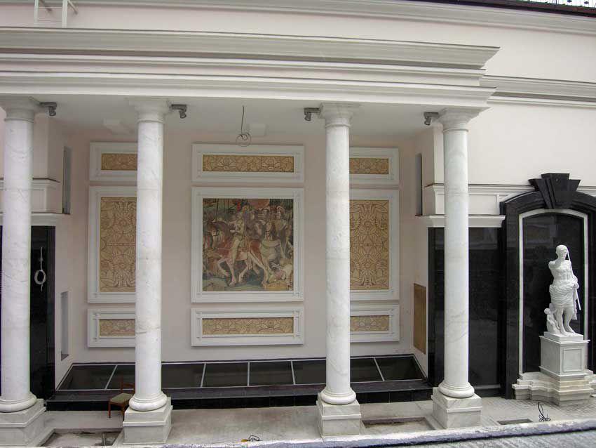 Фасад, украшенный мозаикой