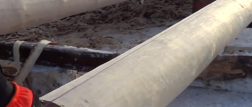 Используйте шнур с синькой для отбивки прямой линии