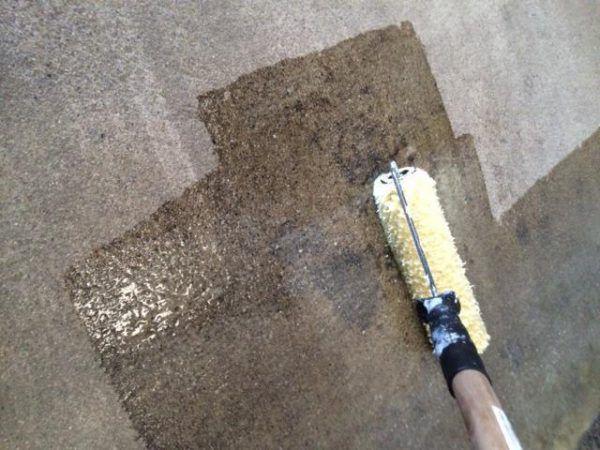 Нанесение грунтовки по бетону