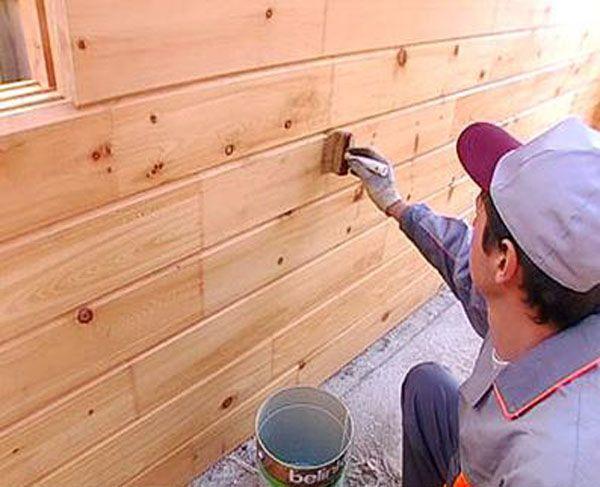 Обработка стены антисептическим составом
