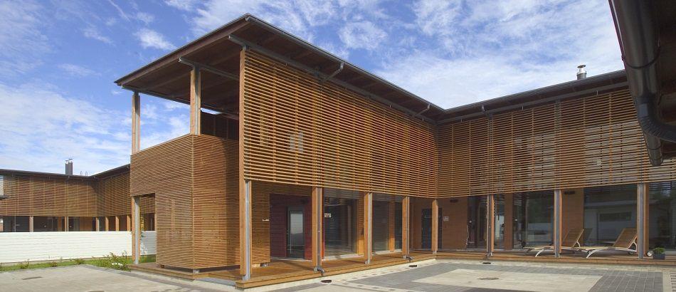 Оформление фасада с помощью деревянных реечных систем