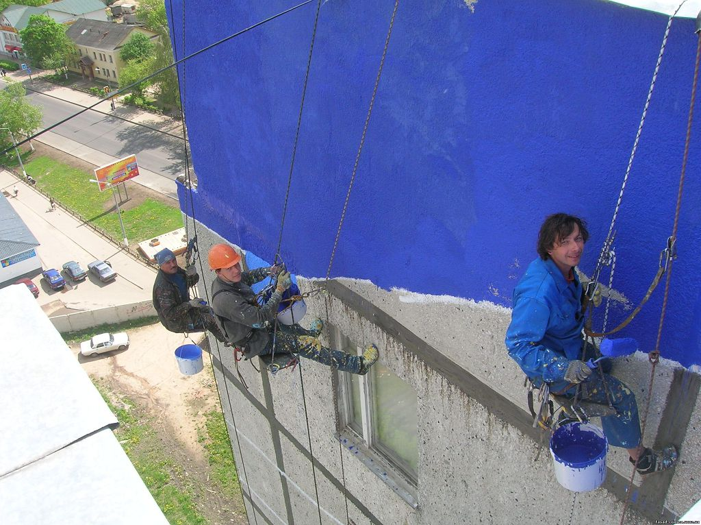 Покраска бетонного фасада валиками