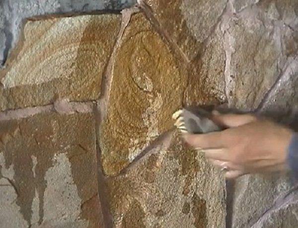 После высыхания затирки камень моют