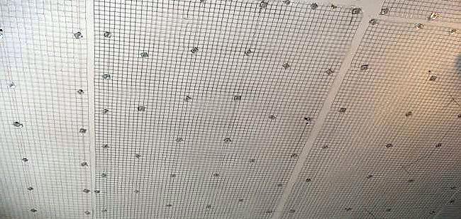 Пример фиксации сетки