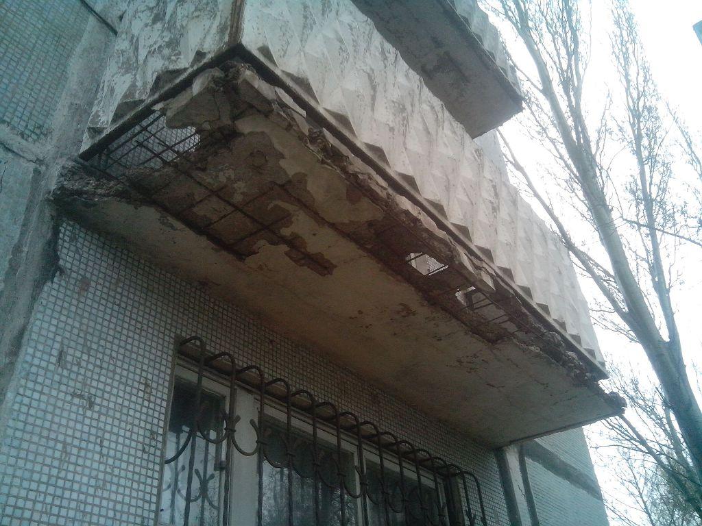 Разрушенная плита балкона