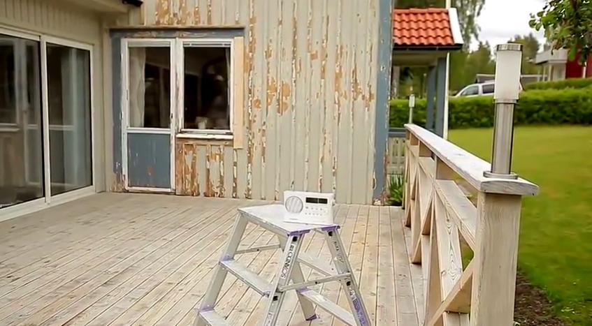 Стены деревянного дома нуждаются в очистке и шлифовке