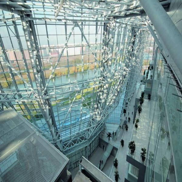 Светопрозрачные конструкции из алюминиевого профиля стоят достаточно дорого